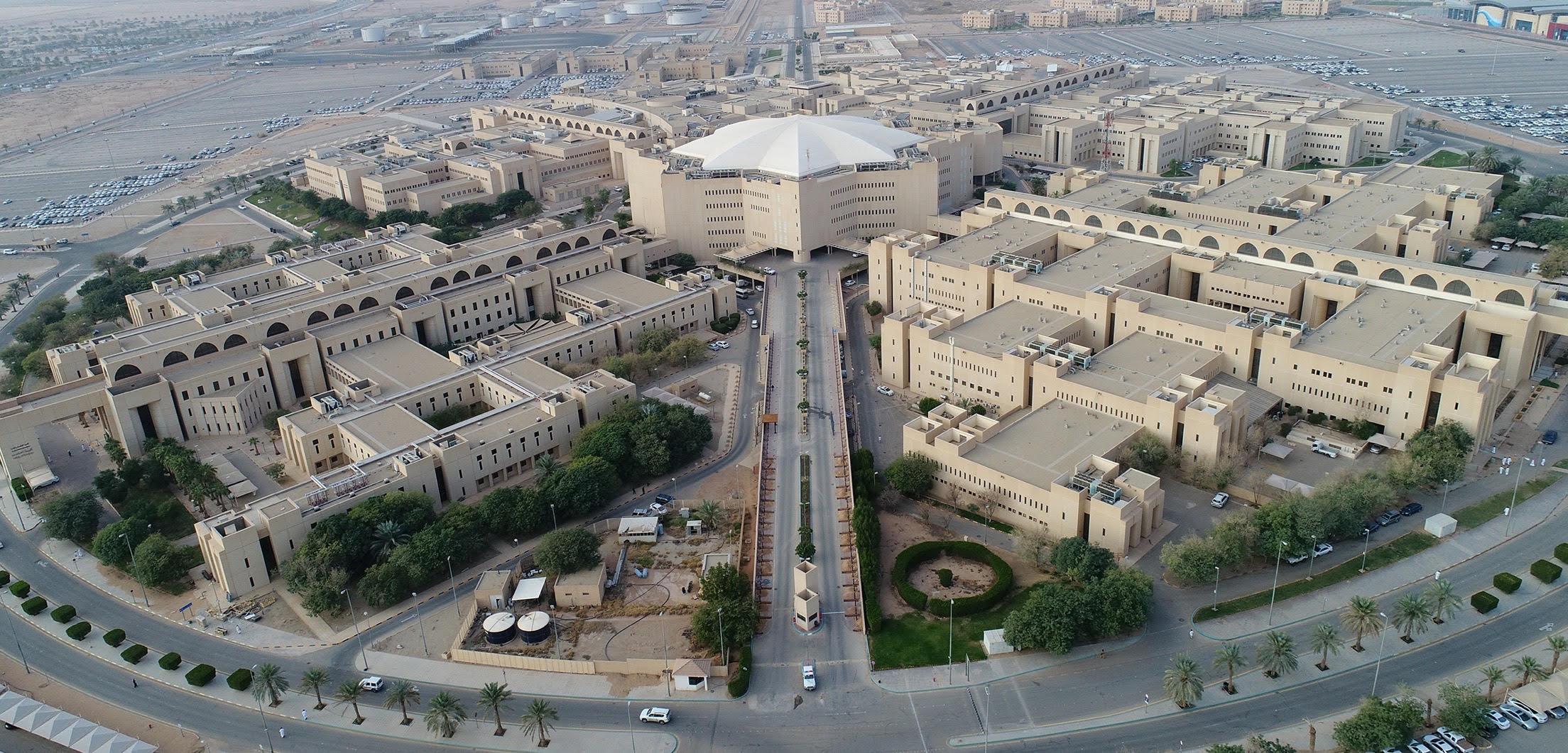 جامعة القصيم تجهيز 5655 موقف بالجامعة لاستقبال سيارات الطالبات